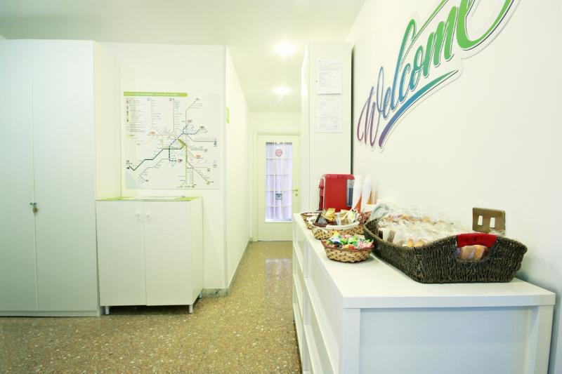 Luna D'est - free wifi- breakfast - near metro B1, vakantiewoning in Gorga