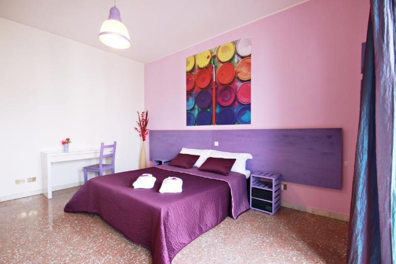Camera Matrimoniale/ Tripla con bagno in comune, vakantiewoning in Gorga