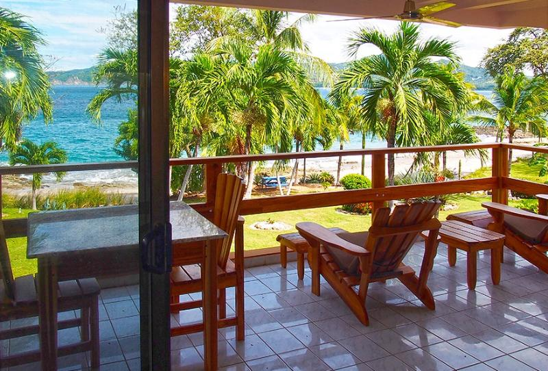 Beautiful Beach Front Condo, holiday rental in Playa Prieta