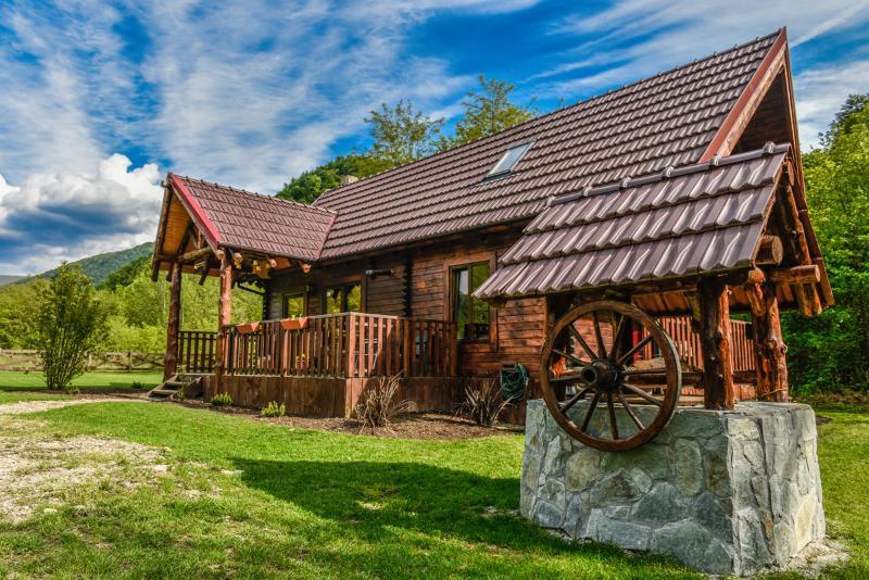 The Little Mountain Cabin, location de vacances à Caras-Severin County