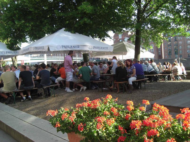 ambiente jardín de la cerveza en el Weser