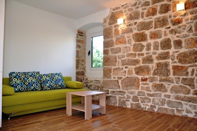 DELUXE STONE HOUSE, AP 4+2 (A2), location de vacances à Pakostane