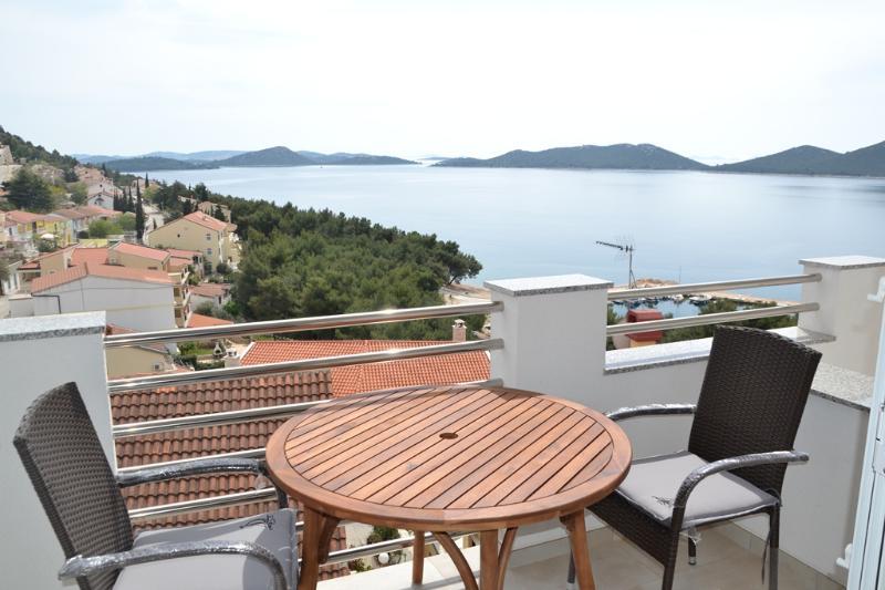 DRAGE, MODERN AP 2+2, SEA VIEW, holiday rental in Drage