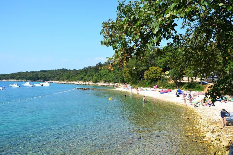 ISLAND KRK, 2p, NJIVICE, BEACH 400m, WI-FI, vacation rental in Njivice