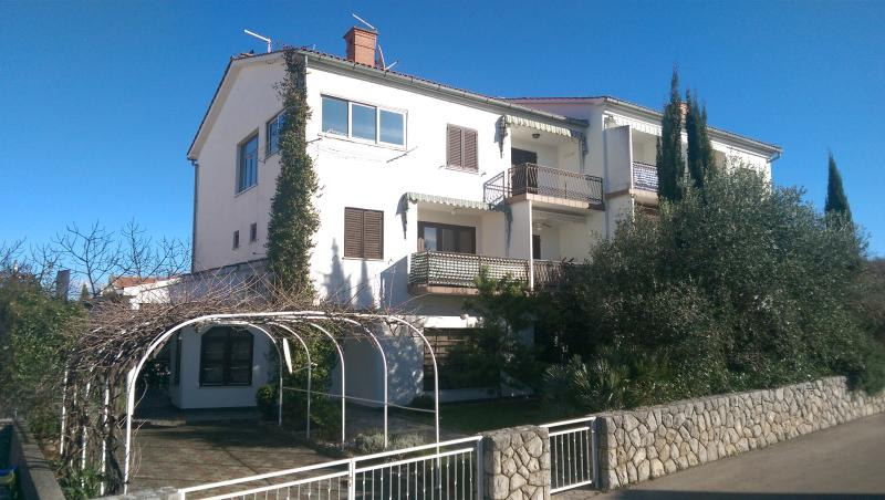 Apartment Senka with barbecue and air conditioning, holiday rental in Sveti Anton