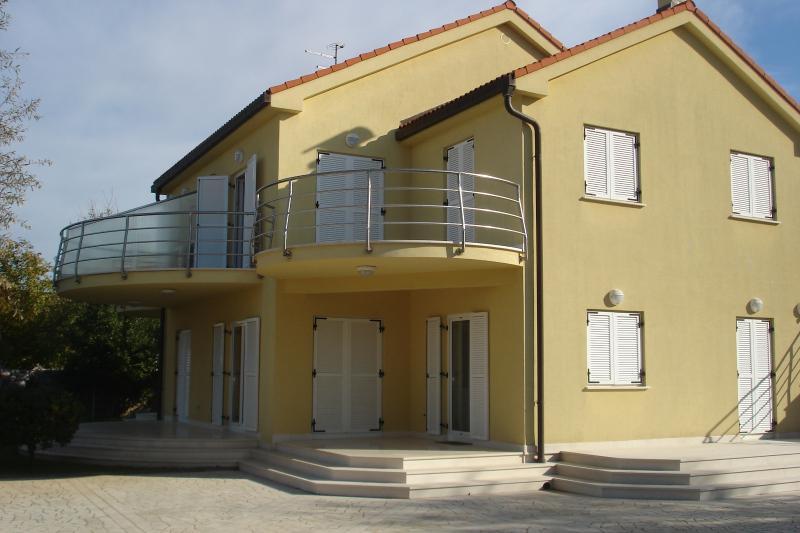 Modern apartmen with seaview Lili 1, alquiler vacacional en Malinska