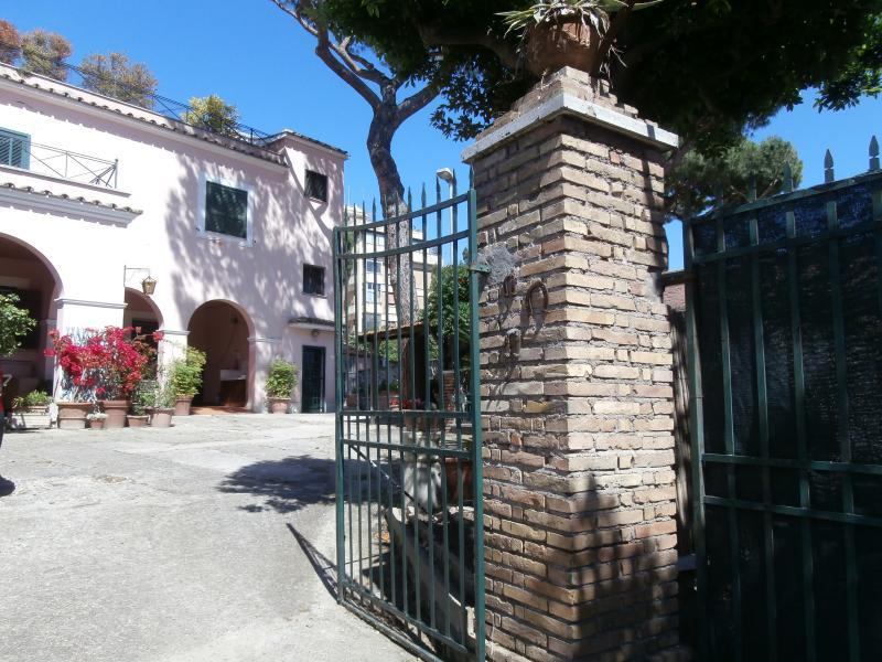 VILLA ARVALIA APARTMENT, holiday rental in Ponte Galeria
