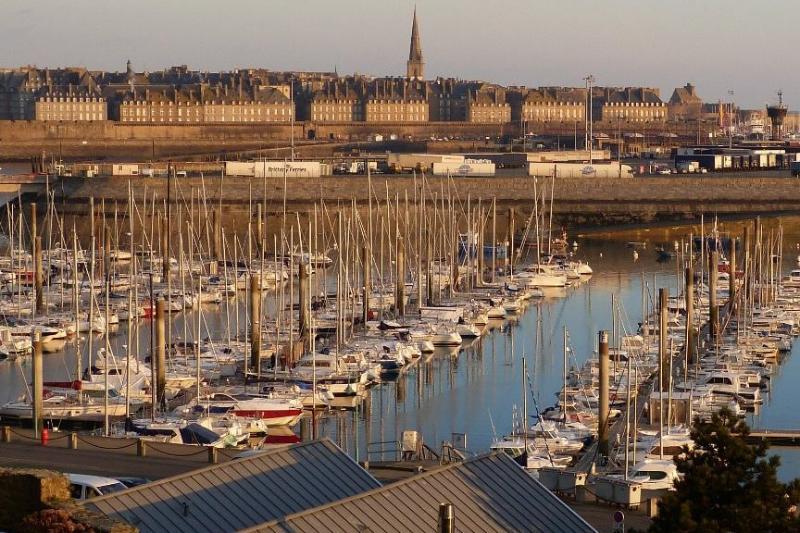 Duplex 2 chambres port des Sablons Saint Malo, alquiler vacacional en Ille-et-Vilaine