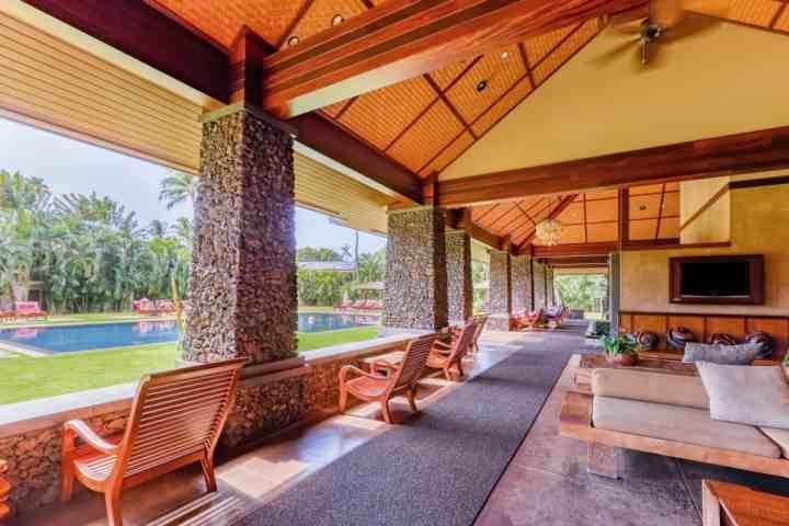 Aina Nalu Resort schöner Pavillon und großes Solbad mit Whirlpool Jacuzzi.