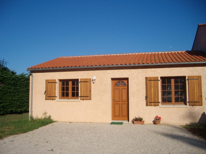 Gîte à 10km de Royan, vacation rental in l'Eguille sur Seudre