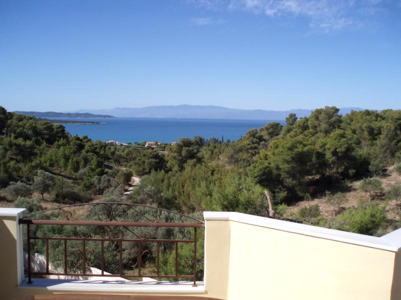 INDEPENDENT FAMILY VILLA WITH ELEVATOR, vacation rental in Porto Heli