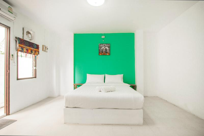 Castaway Guesthouse Hostel and Bar, holiday rental in Surat Thani