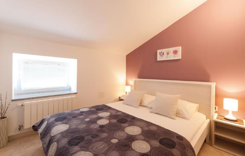 Apartman mareas 3, vacation rental in Brajkovici