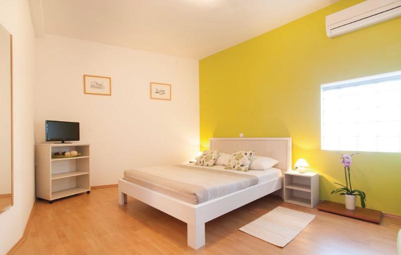 Apartmani mareas 1, vacation rental in Brajkovici