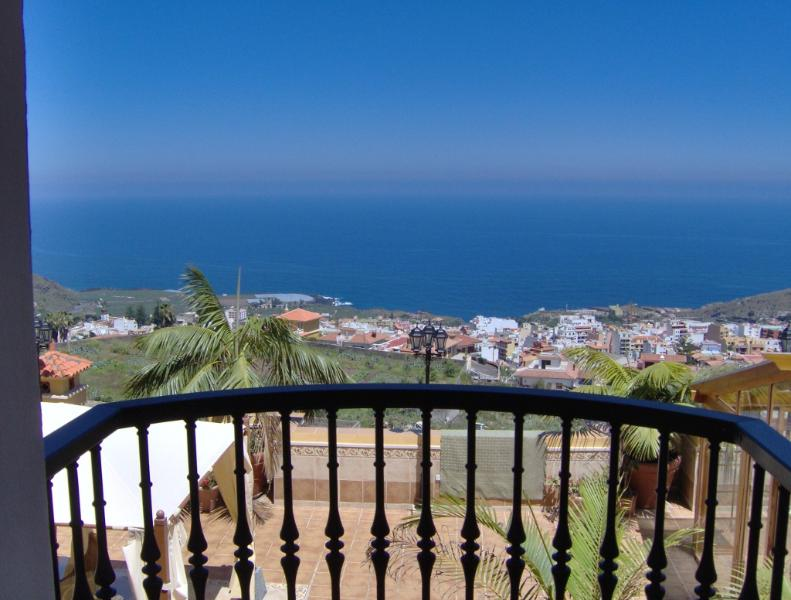 Luxury apartment with balcony sea view, holiday rental in Icod de los Vinos