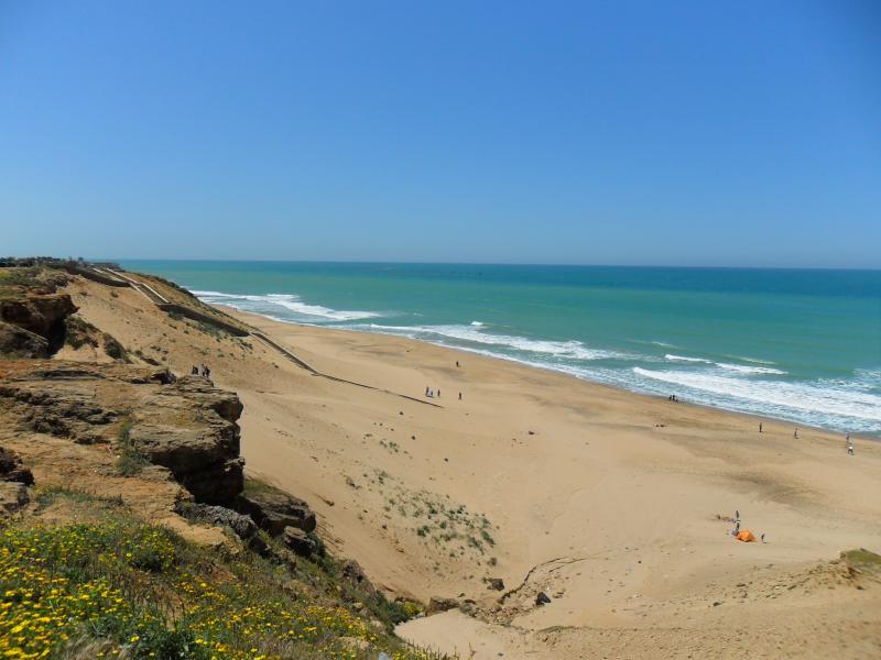Detalle de la playa al frente de la urbanizacion. Escalera de acceso a 100m.