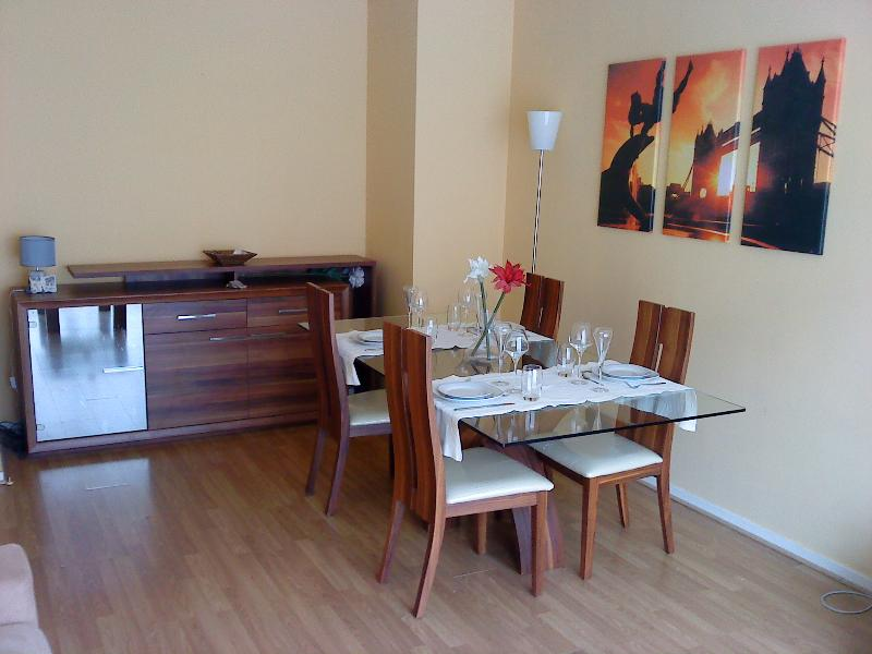 Appart' Lessard + Parking, holiday rental in Le Grand-Quevilly