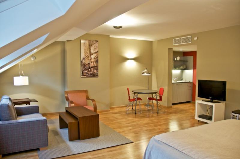 Classy Studio-Flat in European District, holiday rental in Tervuren