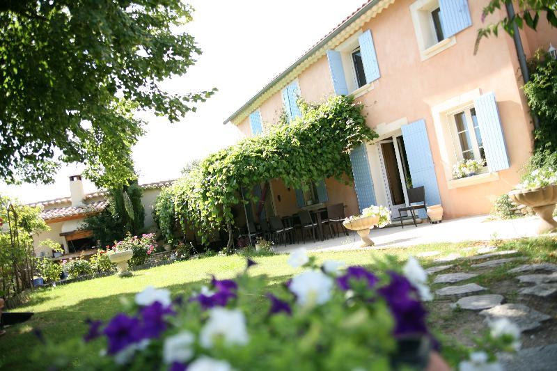LE MAS DES SOURCES maison de 360 m2, location de vacances à Saint-Maurice-sur-Eygues