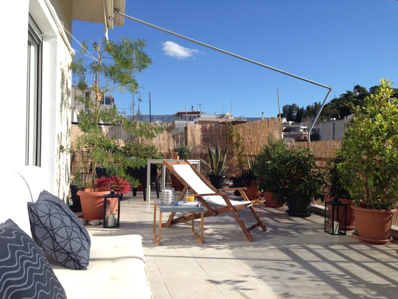 Beautiful appartment view and terrace. Great welcome to enjoy Athens the best way