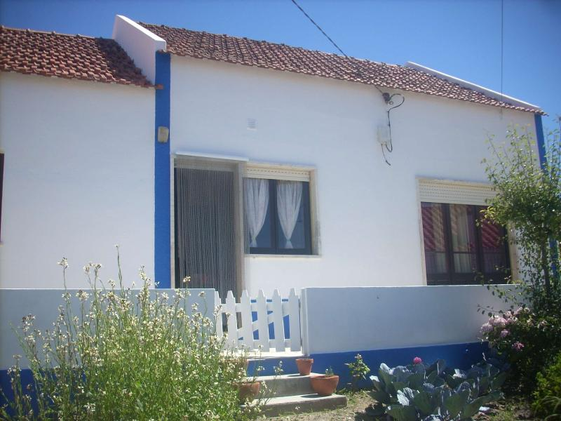 Surfsplash Holiday Cottage, Ferienwohnung in Venda do Pinheiro