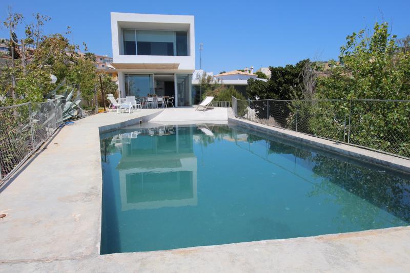 Exterior con la piscina