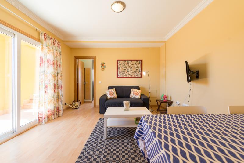 Beach apt/Terrace/Wifi/Solarium/Pool beach apt, holiday rental in El Cotillo