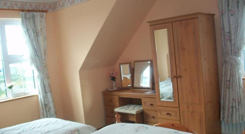 Atlantic Wave House Bed and Breakfast Double/Twin, holiday rental in Carna