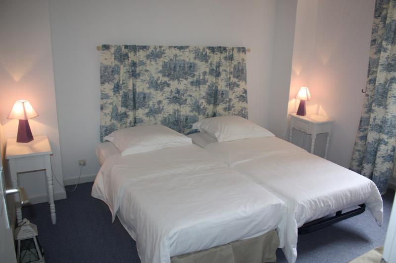 chambre bleue avec 2 lits 90X190
