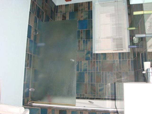 salle de bain avec bain+douche+lave linge