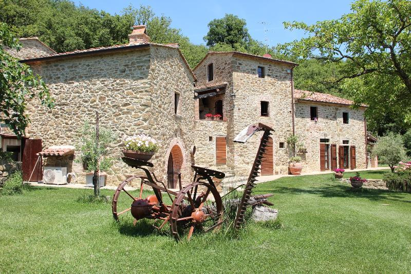 Bed and Breakfast Il Paradiso-La Tabaccaia, holiday rental in Bagnena