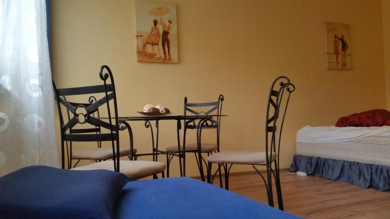 Cheap & Neat flat near to Metro station & Airport, holiday rental in Mogyorod