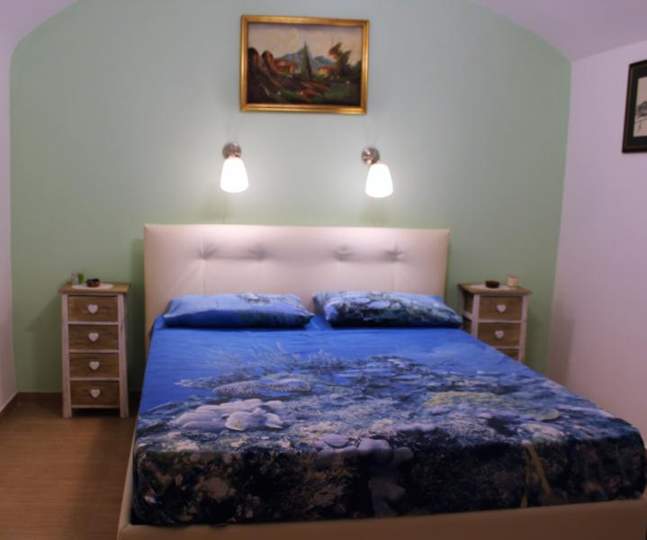 La Casetta Nel Cuore Del Vomero Has Air Conditioning And Wi Fi