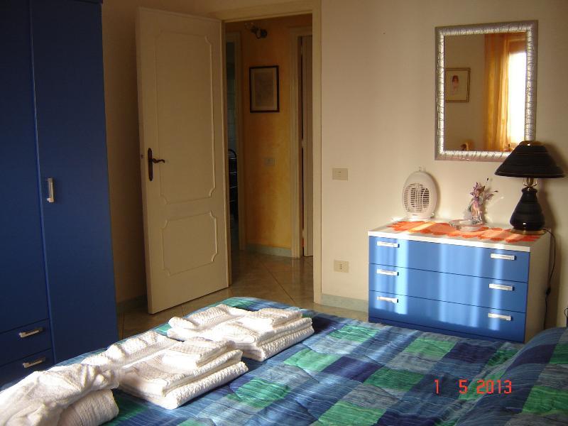 Attico con splendida vista mare in totale privacy, holiday rental in Cuglieri