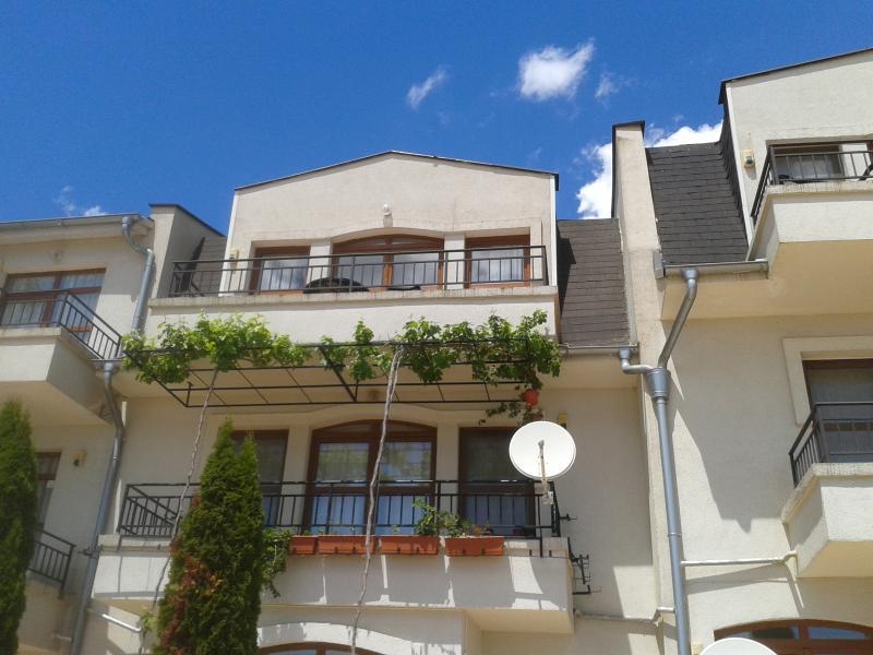 2 Bedrommed Apartment near Sunny Beach., holiday rental in Kosharitsa