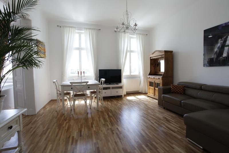 Sunny apartment on Augarten, holiday rental in Vienna