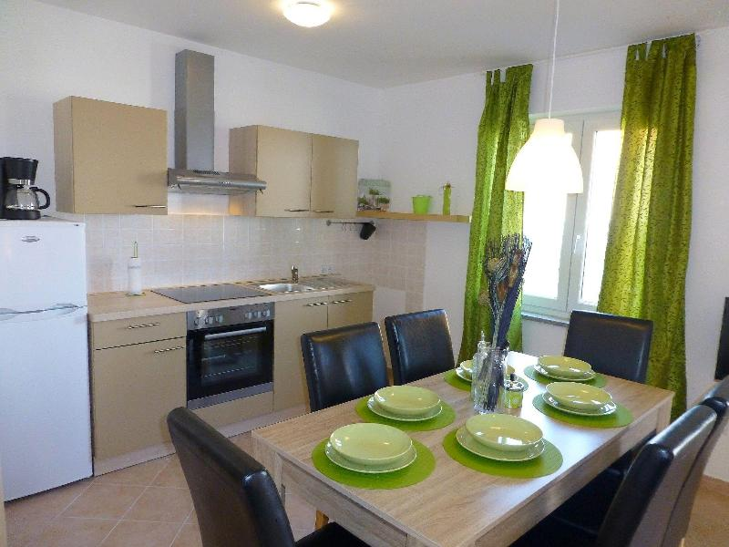 Apartmani Kvesic - Oliva, holiday rental in Silo