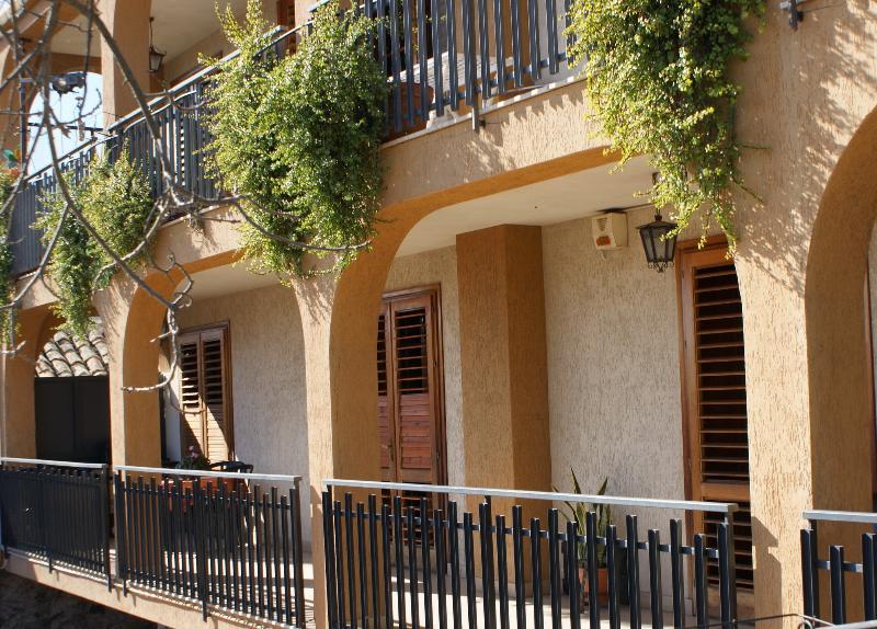 Casa a Santa Tecla, holiday rental in Scillichenti