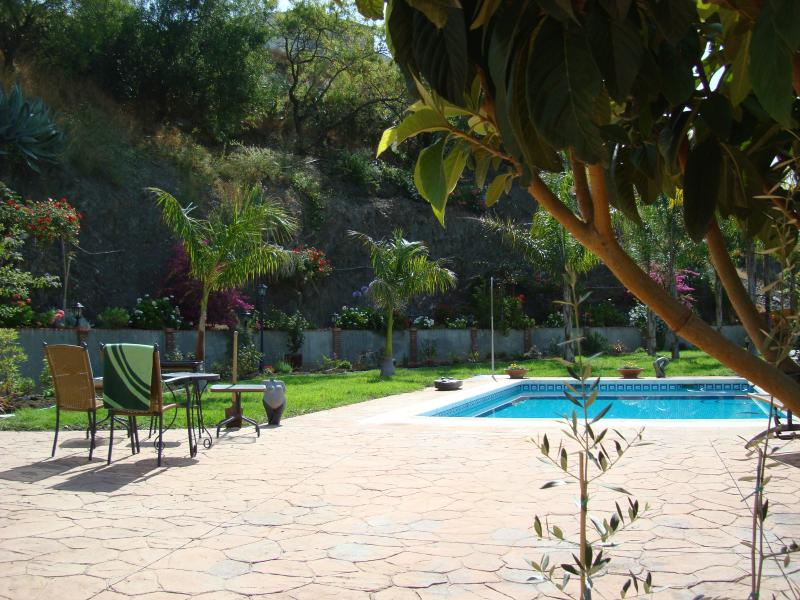 The swimmingpool and gardens, as well as the villa and its terraces are the exclusive use of guests