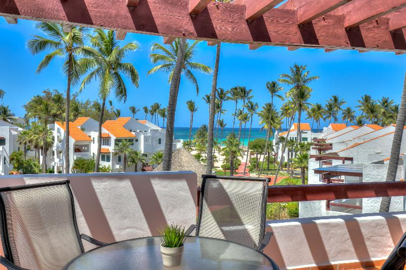Oceanview Apartment with large balcony and next to the beach, alquiler de vacaciones en Bávaro
