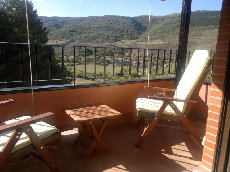 Apartamento dúplex  con vistas al valle., holiday rental in Santo Domingo de la Calzada