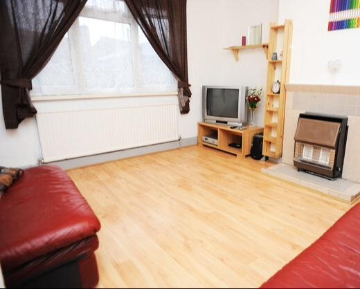 2Bed Self -Serviced Cozy Apartment, holiday rental in Barking