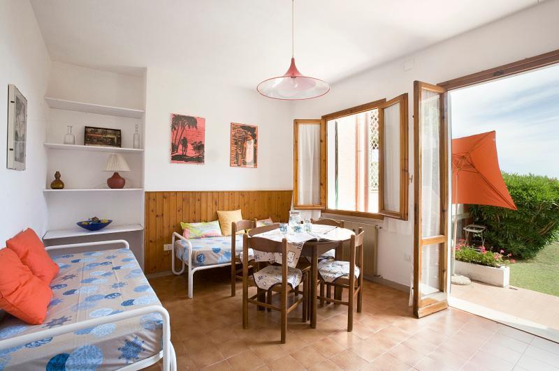 Delizioso appartamento 100 m dal mare, holiday rental in Biodola