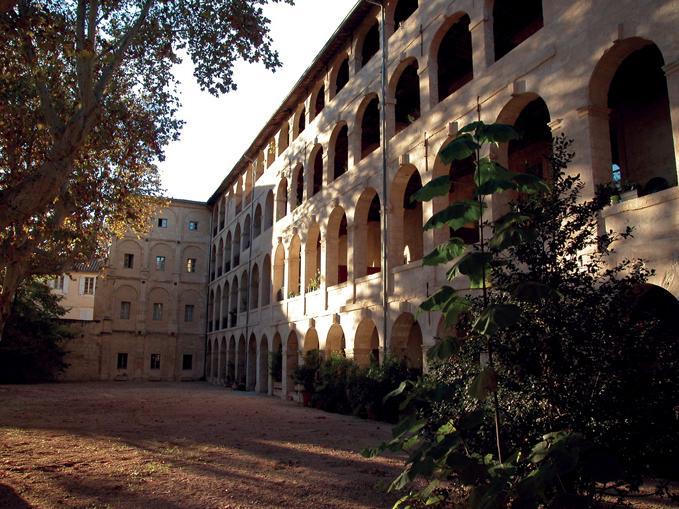 AUX BEAUX ARTS PAVILLON CLASSE CENTRE HISTORIQUE, holiday rental in Avignon