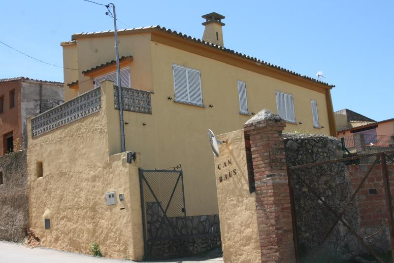 Casa con parking y wifi Albons 4km del mar Girona, holiday rental in Bellcaire d'Emporda