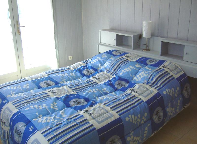 1st bedroom with double bed (ground floor)
