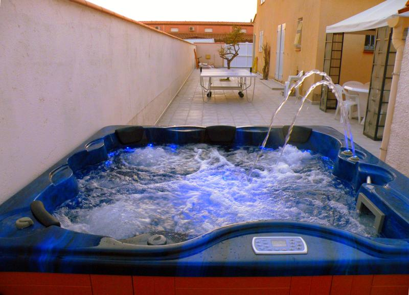 Heated Jacuzzi for 6 people