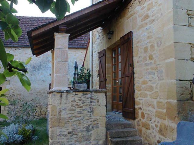 GITE DE CHARME EN PIERRE PROCHE SARLAT PERIGORD, holiday rental in Saint-Julien-de-Lampon