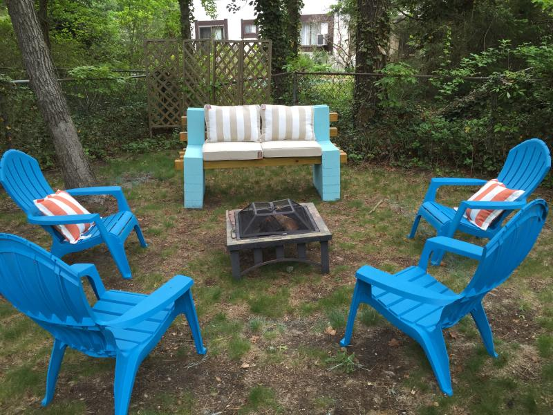 Firepit oasis! All new Adirondack chairs and outdoor bench w/ all new cushions!