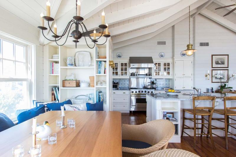 Built in Banquet Dining Area, Kitchen with Breakfast Bar